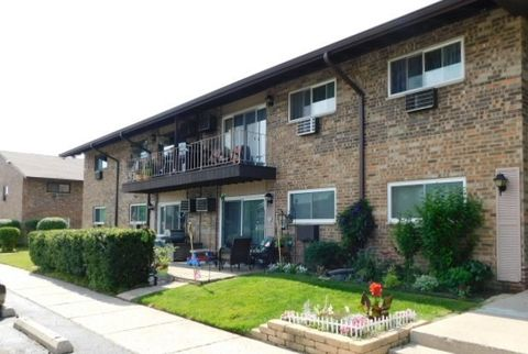 Photo of 826 E Old Willow Rd Apt 207, Prospect Heights, IL 60070