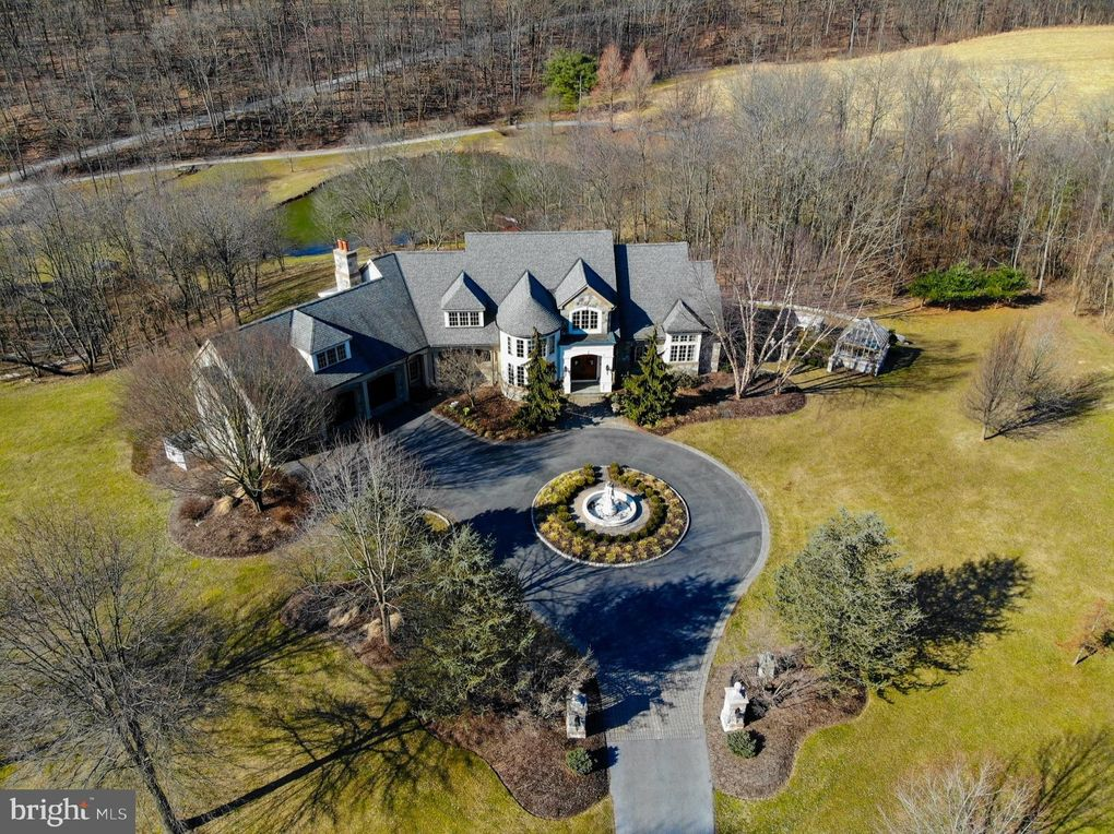 595 Old State Rd, Oley, PA 19547