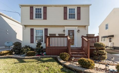319 Hillview Dr, Rossford, OH 43460