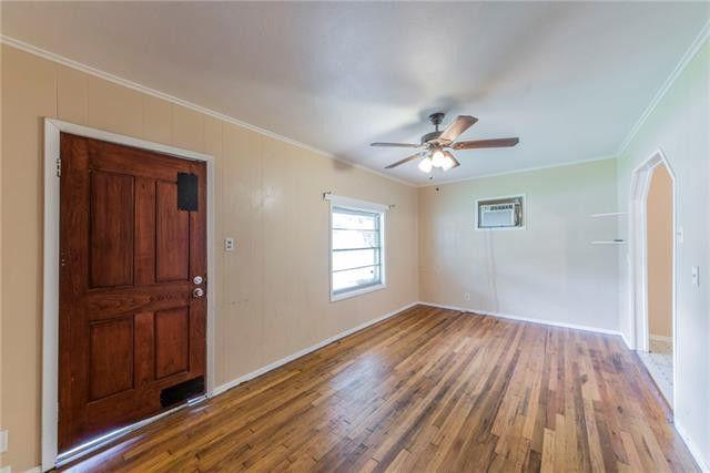 8121 Raymond Ave, White Settlement, TX 76108