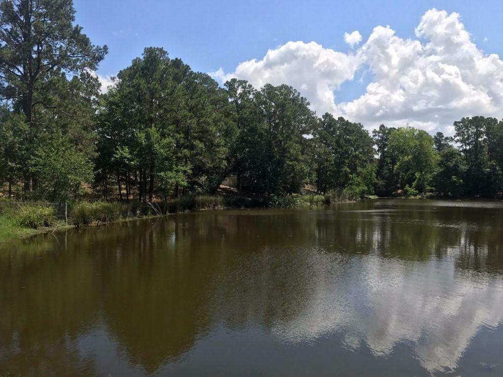 232 Clear Lake Dr, La Grange, TX 78945
