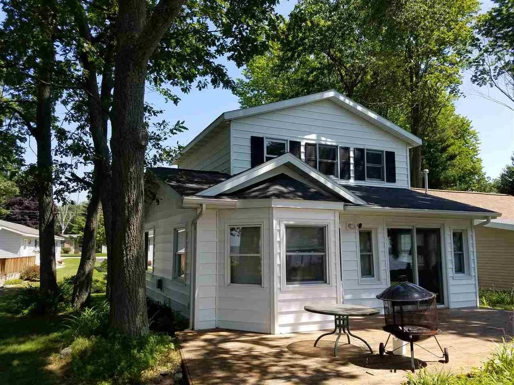 onekama cottages in houghton rentals cottage log vacation from pine knotty pin rental lake michigan a rent portage steps for and real across enjoy cabin experience