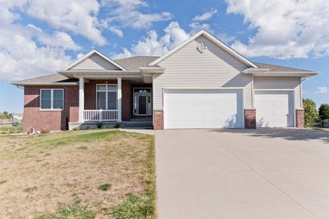 474 Sunset Dr, Fairfax, IA 52228
