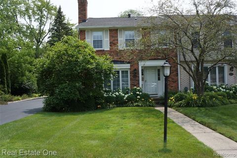 Photo of 18001 Kirkshire Ave, Beverly Hills, MI 48025