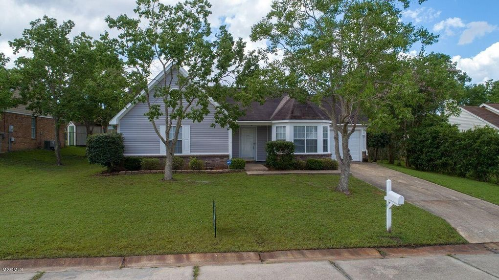3 Harvest Ln, Gulfport, MS 39503