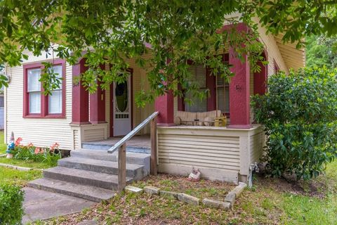 Photo of 348 Lindsey St, Jasper, TX 75951