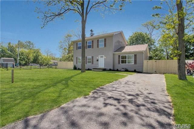 610 Macdonald Ave Bellport, NY 11713