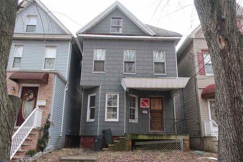 Photo of 20 Willow St, Bayonne, NJ 07002