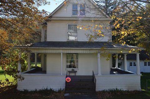 153 Pennsylvania Ave, Cameron, WV 26033