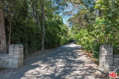 1218 Benedict Canyon Dr, Beverly Hills, CA 90210