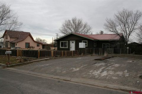 Photo of 131 N 7th St, Montrose, CO 81401
