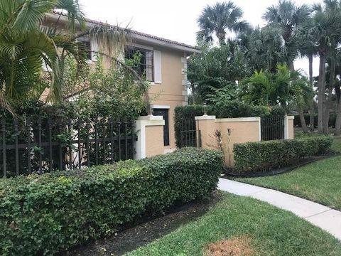 359 Prestwick Cir Apt 3, Palm Beach Gardens, FL 33418