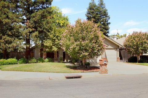 688 E Pintail Cir, Fresno, CA 93730