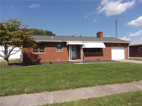 178 Roselawn Dr, Xenia, OH 45385