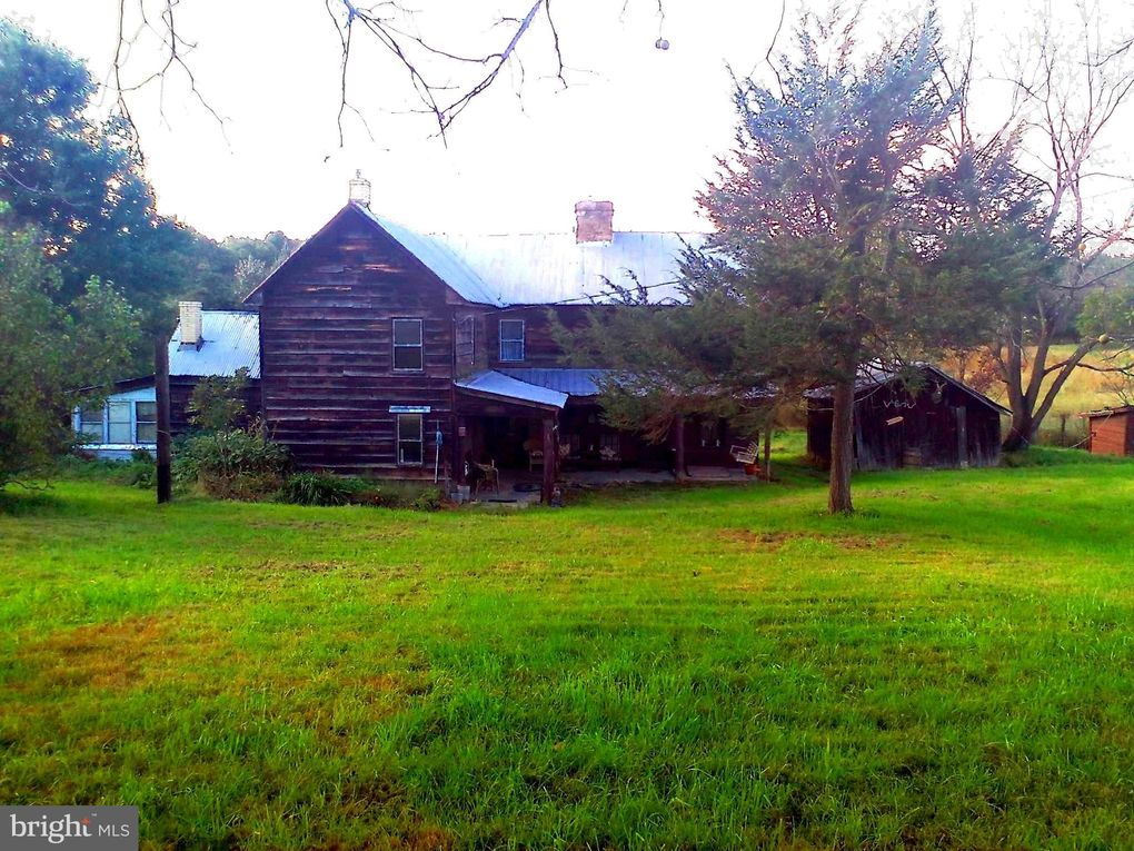 1649 S Timber Ridge Rd Cross Junction, VA 22625