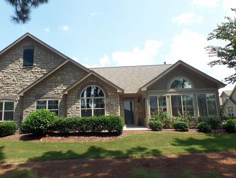 129 W Chelsea Ct, Southern Pines, NC 28387