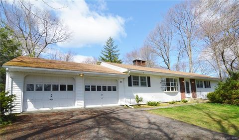 Photo of 35 Skyline Dr, Middlebury, CT 06762