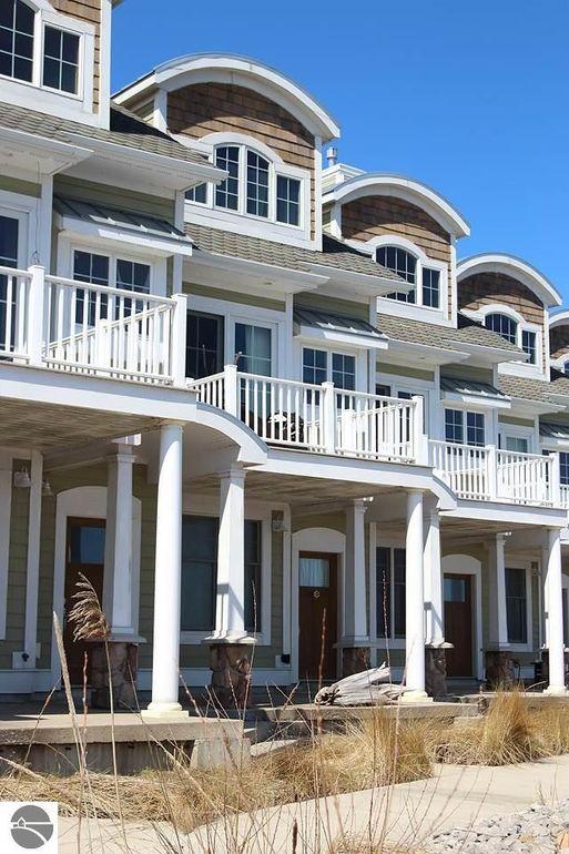 159 Joslin Cove Dr, Manistee, MI 49660