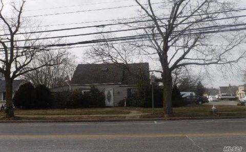 Photo of 568 Gardiners Ave, Levittown, NY 11756