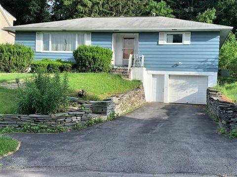 Photo of 404 Hillsboro Pkwy, Syracuse, NY 13214
