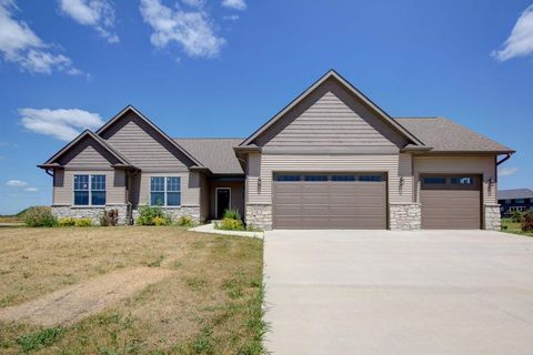 Photo of 5547 Willmeyer Dr, Bettendorf, IA 52722