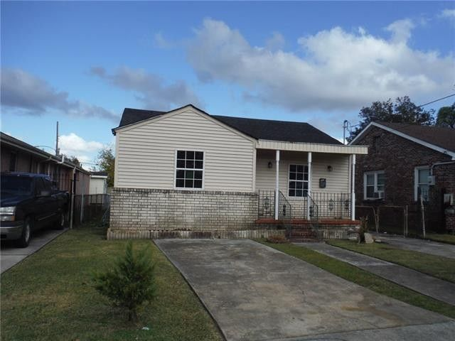 417 Wallace Dr, New Orleans, LA 70122