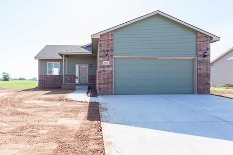 1122 Red River Cir, Clearwater, KS 67026