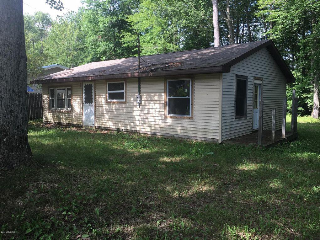 23391 Bluegill Rd, Sears, MI 49679