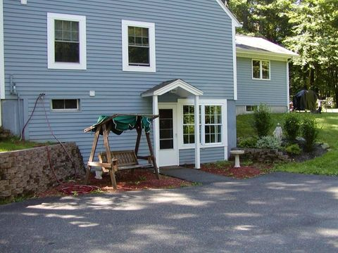 18 Ledgewood Dr Unit In Law, Belchertown, MA 01007