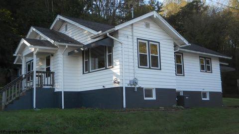 Photo of 389 Monroe St, Weston, WV 26452