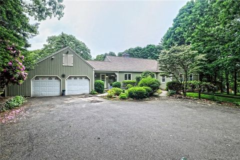 15 Cleft Rock Rd, Woodbridge, CT 06525