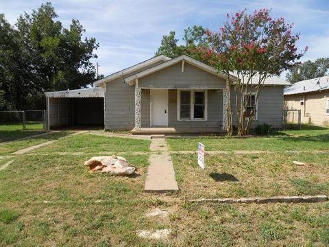 702 Avenue B Ne, Childress, TX 79201