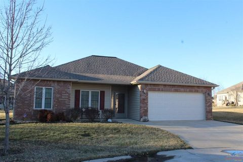 Photo of 907 Idaho Cir, Clinton, MO 64735