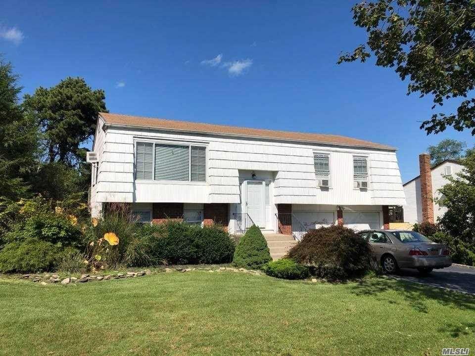 62 Sandy Hollow Dr, Smithtown, NY 11787