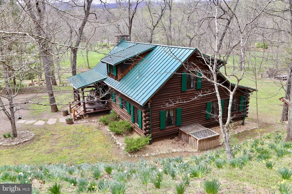 923 Mosses Valley Dr, Capon Springs, WV 26823