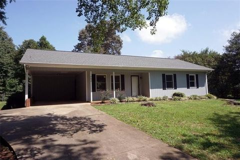 4652 Queens Rd, Hickory, NC 28602