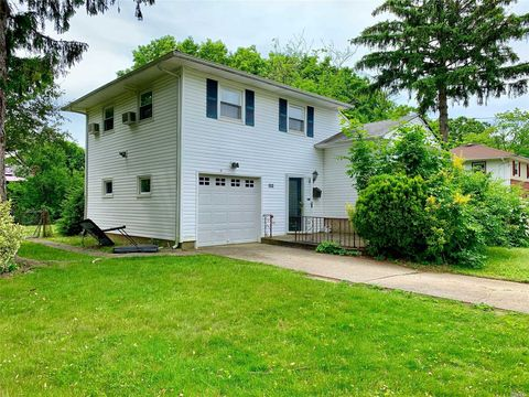 Photo of 132 Delaware Ave, Bay Shore, NY 11706