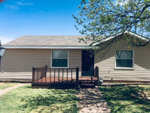 Photo of 208 Ash St, Snyder, TX 79549
