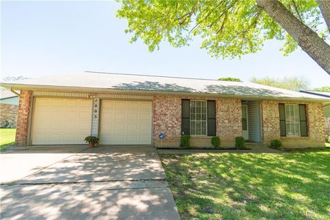 Photo of 1005 Rolling Green Dr, Round Rock, TX 78664