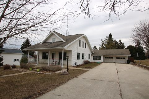 Photo of 229 S Elm St, Oakfield, WI 53065