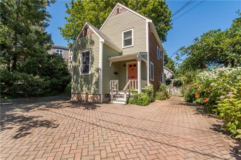 Photo of 6 Conrad Ct, Newport, RI 02840