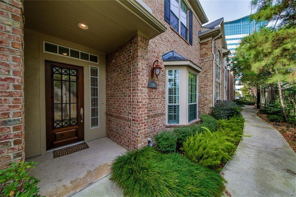 1046 Memorial Village Dr, Houston, TX 77024