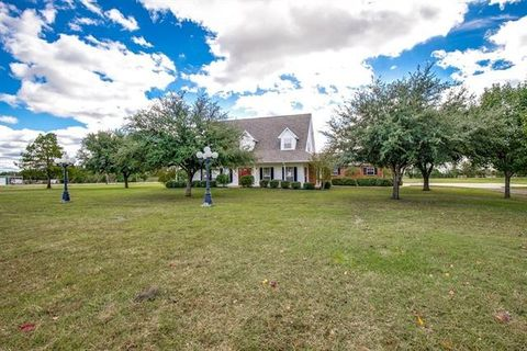 Photo of 5801 Cedar Creek Dr, Kemp, TX 75143