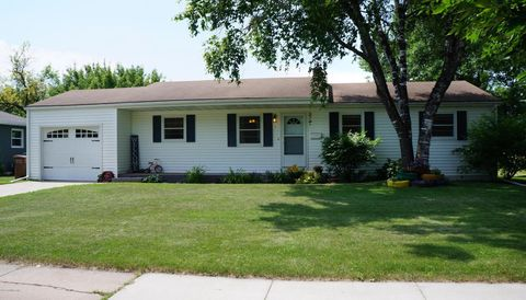 Photo of 9 Wylie Ct, East Grand Forks, MN 56721