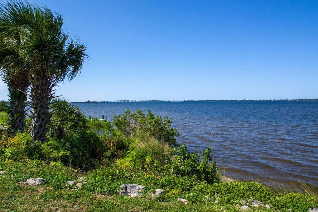 2915 Riverview Dr Melbourne, FL 32901