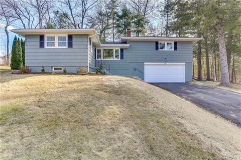 17 Foothills Way, Bloomfield, CT 06002
