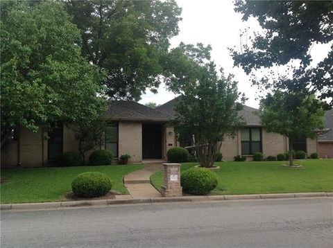 Photo of 6965 Allen Place Dr, Fort Worth, TX 76116