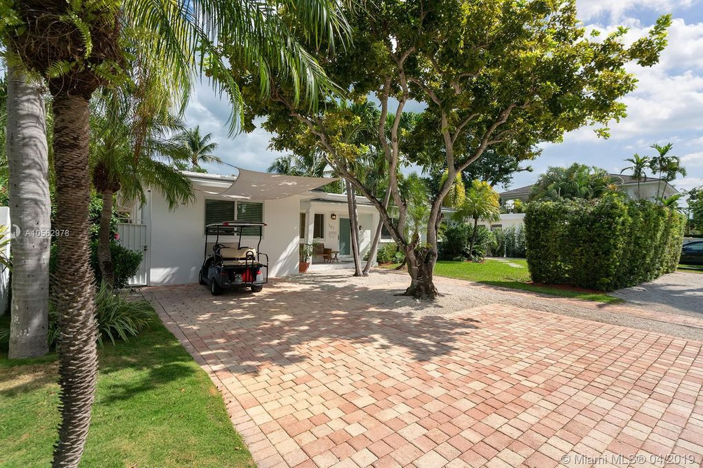 301 Hampton Ln, Key Biscayne, FL 33149