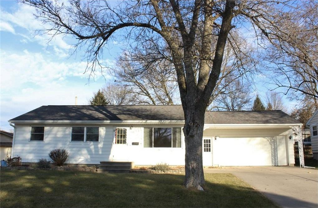 1830 Henderson Dr, Marion, IA 52302