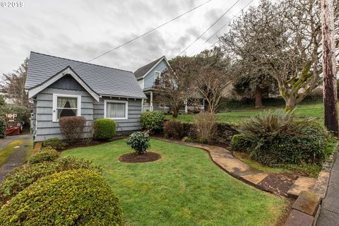 Photo of 846 S 11th St, Coos Bay, OR 97420
